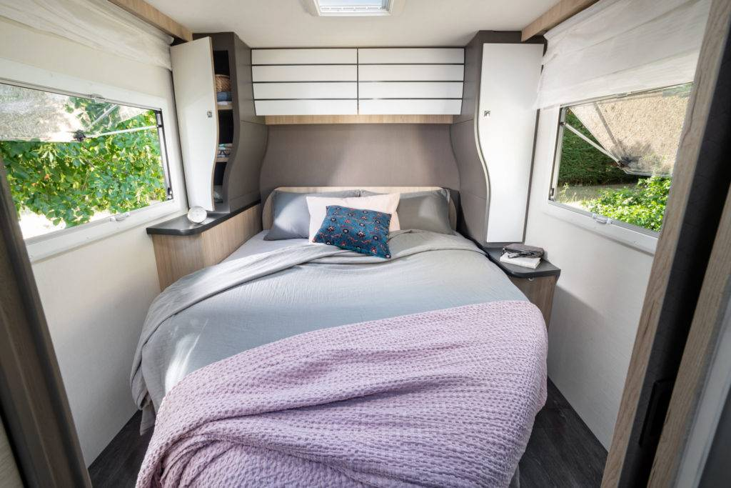 Lit central camping-car profilé